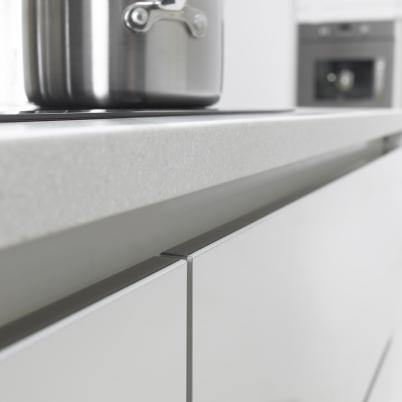 Linear Diamond White Door Edge Detail
